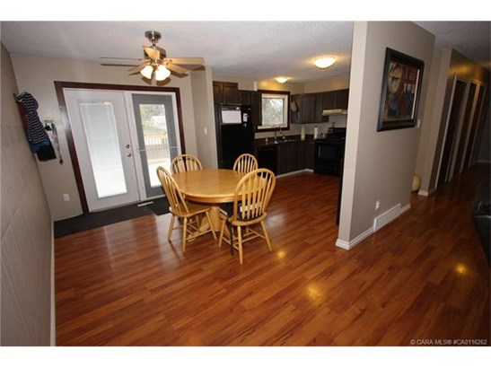 30 Nichols  Cres, Red Deer, AB - CAN (photo 5)