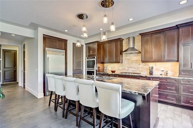 18 Rockcliff Ht Nw, Calgary, AB - CAN (photo 5)