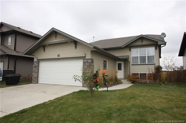84 Burris  Pointe, Lacombe, AB - CAN (photo 1)