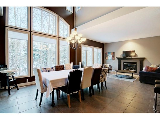 126 Wentwillow Ln Sw, Calgary, AB - CAN (photo 3)