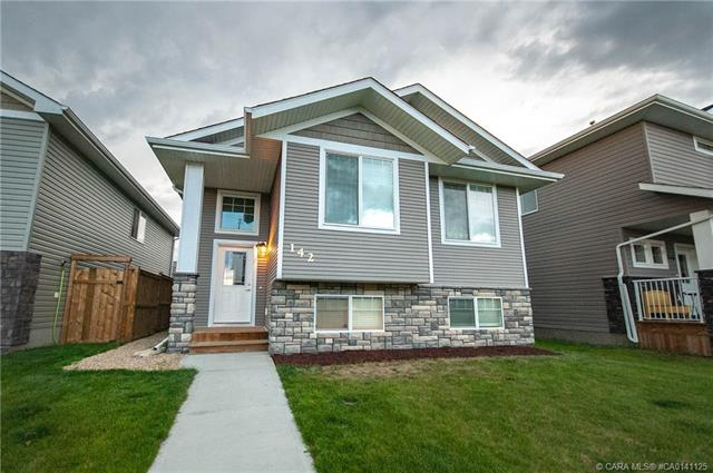 142 Vancouver  Crescent, Red Deer, AB - CAN (photo 1)