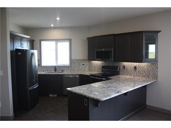 26 Destiny Ln, Olds, AB - CAN (photo 5)