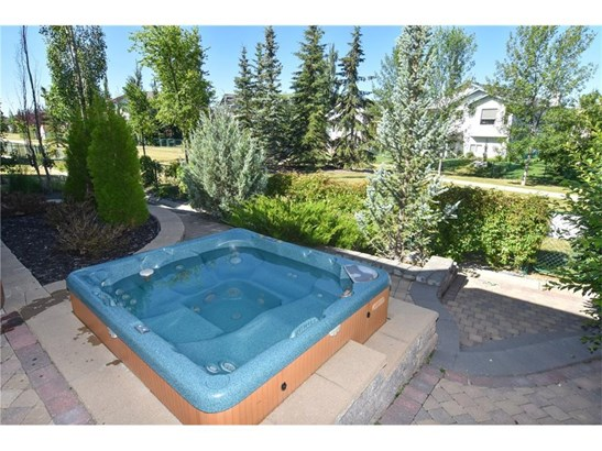 140 Cove Cr, Chestermere, AB - CAN (photo 4)