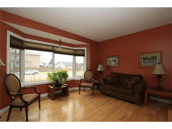 511 Madison Dr, Irricana, AB - CAN (photo 5)