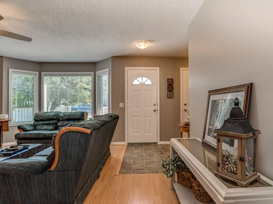 106 Thistle Ba, Strathmore, AB - CAN (photo 3)