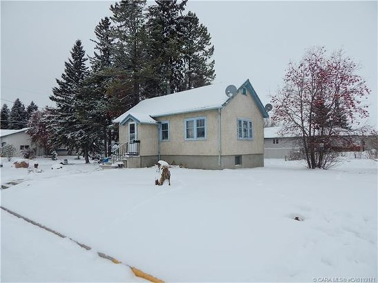 5703 50  Ave, Innisfail, AB - CAN (photo 2)