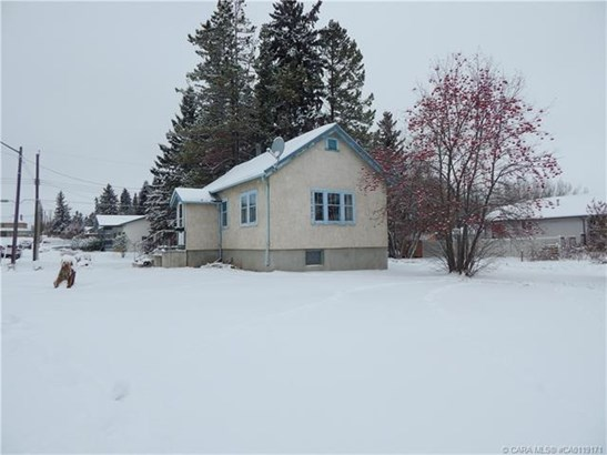 5703 50  Ave, Innisfail, AB - CAN (photo 3)