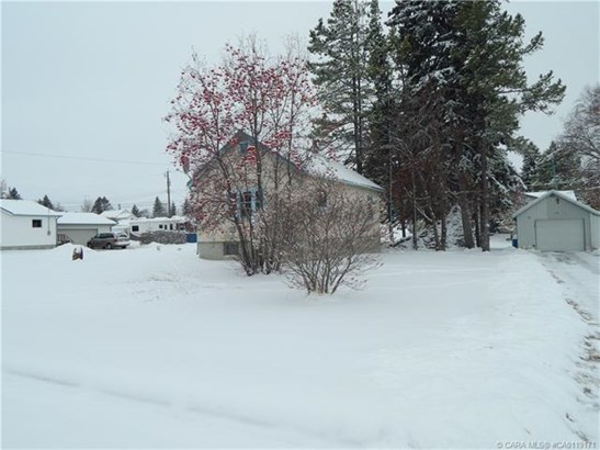 5703 50  Ave, Innisfail, AB - CAN (photo 4)