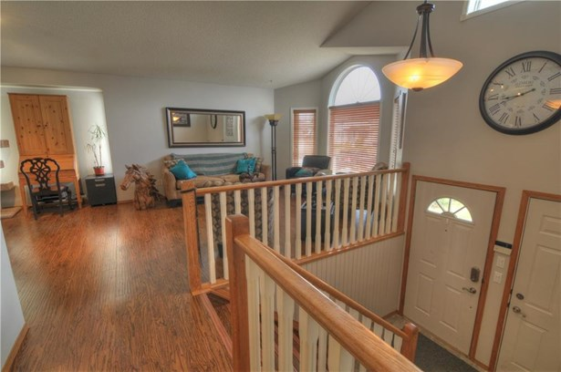 220 Harrison, Crossfield, AB - CAN (photo 3)