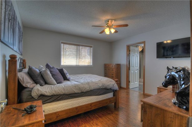 220 Harrison, Crossfield, AB - CAN (photo 4)