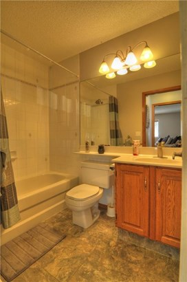 220 Harrison, Crossfield, AB - CAN (photo 5)