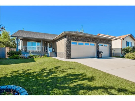 1003 Carriage Lane Dr, Carstairs, AB - CAN (photo 1)