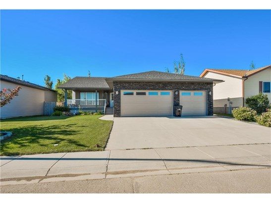 1003 Carriage Lane Dr, Carstairs, AB - CAN (photo 2)