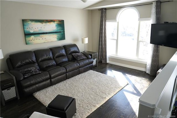 113 O'brien  Cres, Red Deer, AB - CAN (photo 4)