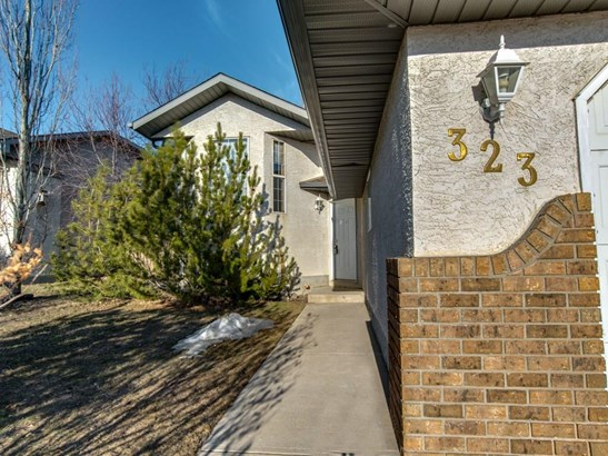 323 Strathaven Dr, Strathmore, AB - CAN (photo 2)