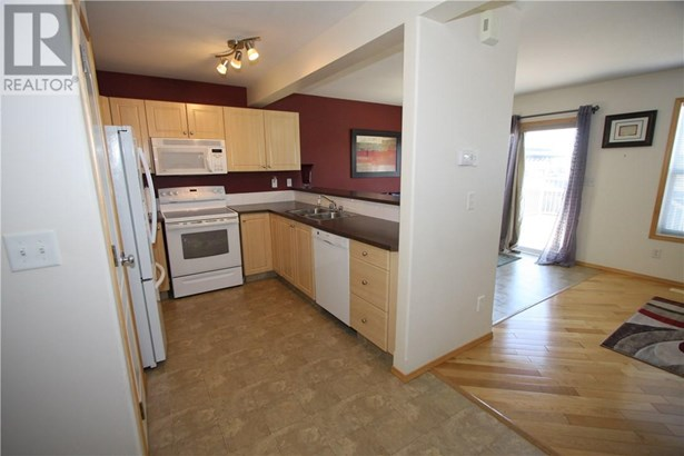 48 Arnold  Clos, Red Deer, AB - CAN (photo 4)