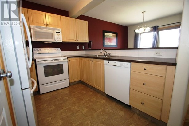 48 Arnold  Clos, Red Deer, AB - CAN (photo 5)