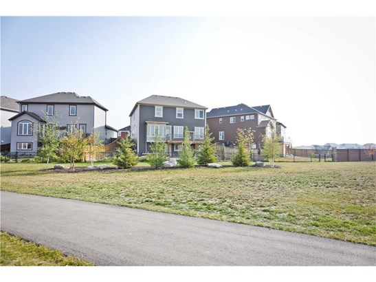 104 Windgate Cl Sw, Airdrie, AB - CAN (photo 2)