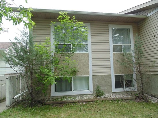 #507b  Centre St N, Sundre, AB - CAN (photo 2)