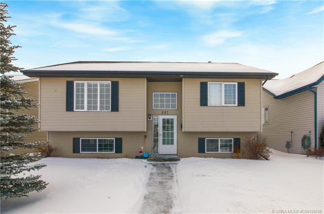 227 Lancaster  Drv, Red Deer, AB - CAN (photo 1)