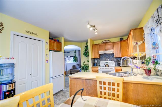 227 Lancaster  Drv, Red Deer, AB - CAN (photo 4)