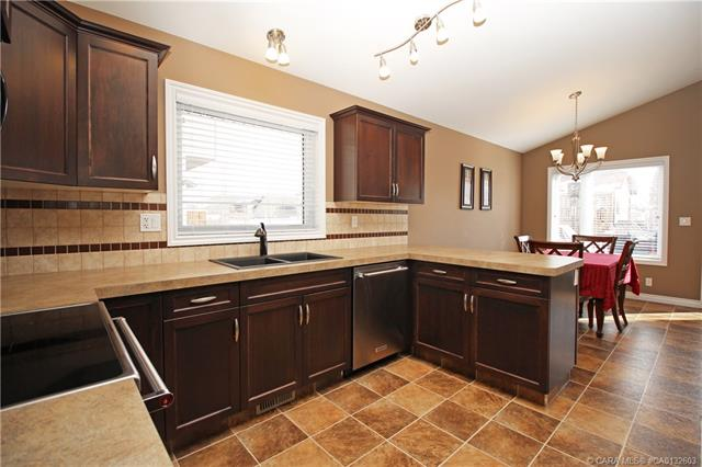 43 Vincent  Close, Red Deer, AB - CAN (photo 4)
