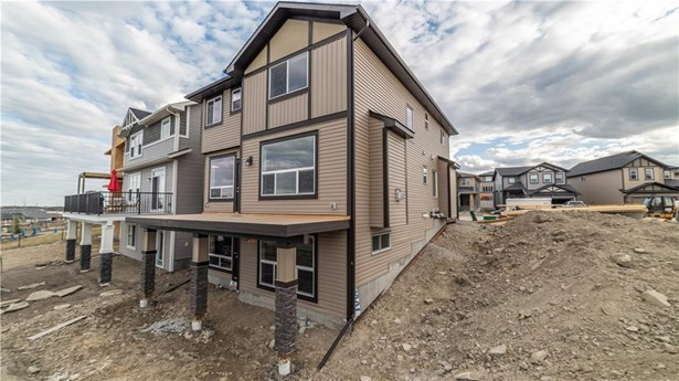 287 Hillcrest Ht Sw, Airdrie, AB - CAN (photo 3)