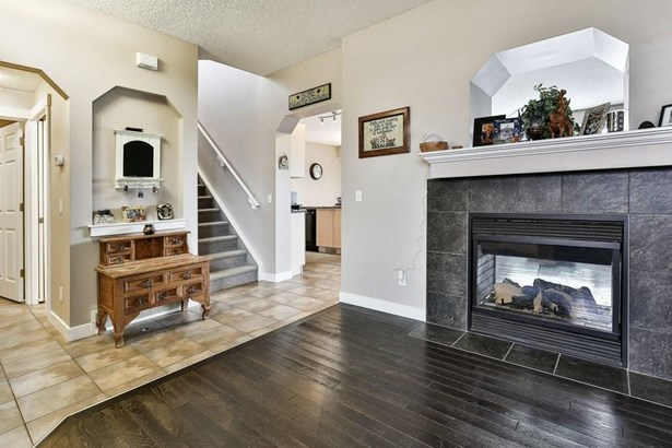 578 Coopers Dr Sw, Airdrie, AB - CAN (photo 4)