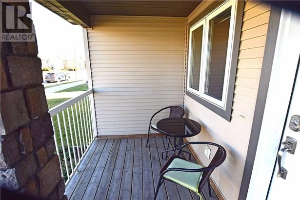 215 Jordan  Pkwy, Red Deer, AB - CAN (photo 2)