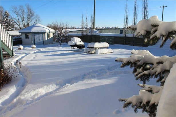 537 Sheep River Cl, Okotoks, AB - CAN (photo 4)