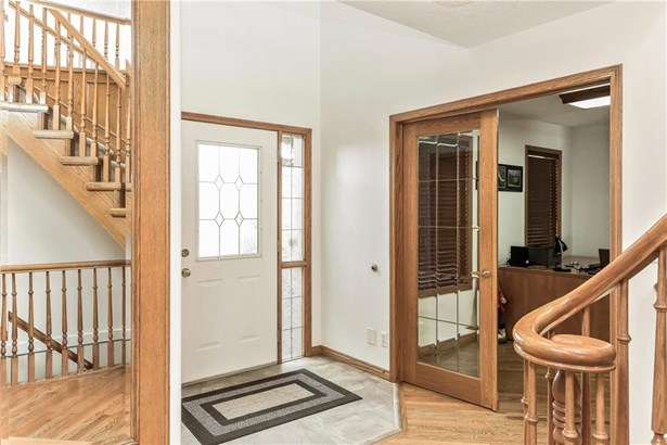 192 Woodside Cr, Airdrie, AB - CAN (photo 2)