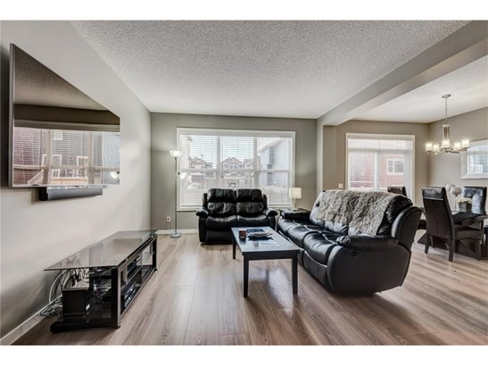 322 Kings Heights Dr Se, Airdrie, AB - CAN (photo 4)