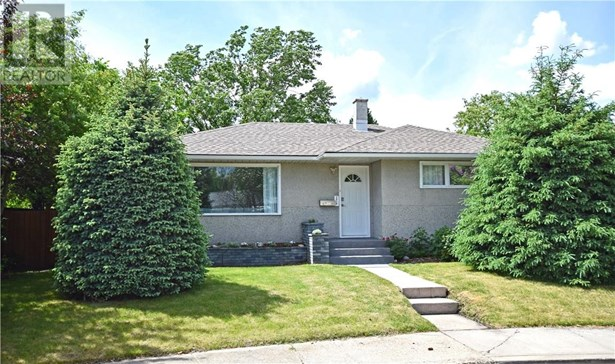 3916 40a  Ave, Red Deer, AB - CAN (photo 1)