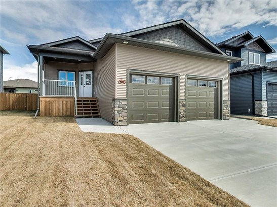 23 Vincent Cr, Olds, AB - CAN (photo 2)