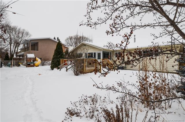 3519 44a  Ave, Red Deer, AB - CAN (photo 4)