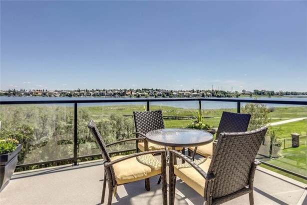 132 Stonemere Pt, Chestermere, AB - CAN (photo 2)