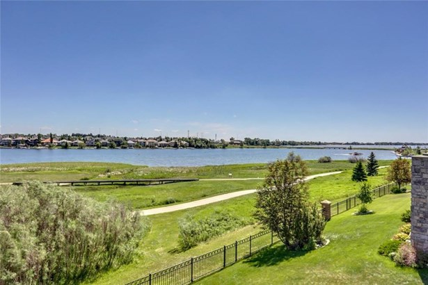 132 Stonemere Pt, Chestermere, AB - CAN (photo 3)