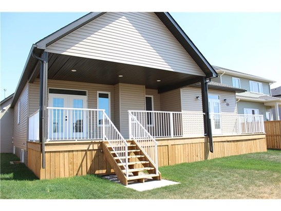 8 Viceroy Cr, Olds, AB - CAN (photo 3)