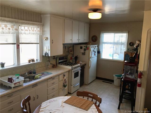 4816 48  Ave, Innisfail, AB - CAN (photo 4)
