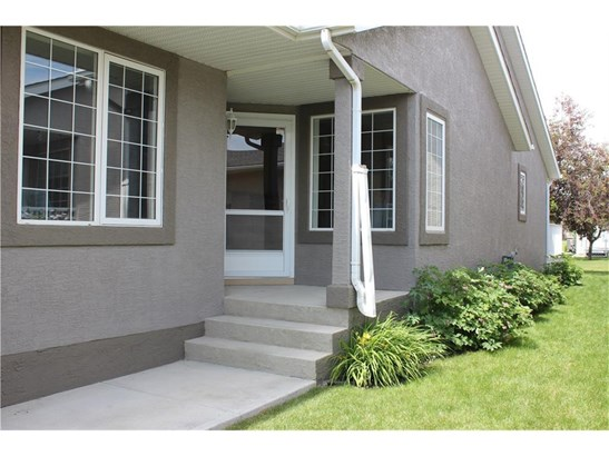 126 Riverside Cr Nw, High River, AB - CAN (photo 2)