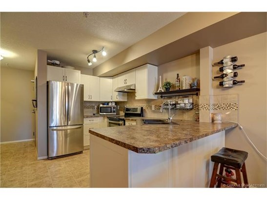 80 Kelloway  Cres, Red Deer, AB - CAN (photo 4)