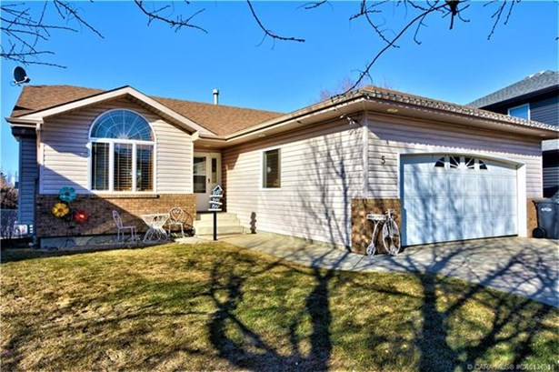 5 49  Street Close, Sylvan Lake, AB - CAN (photo 3)