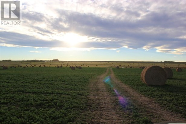 Range Road 12, Crossfield, AB - CAN (photo 3)