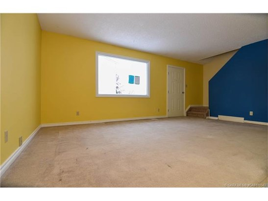 35 Nash  St, Red Deer, AB - CAN (photo 3)