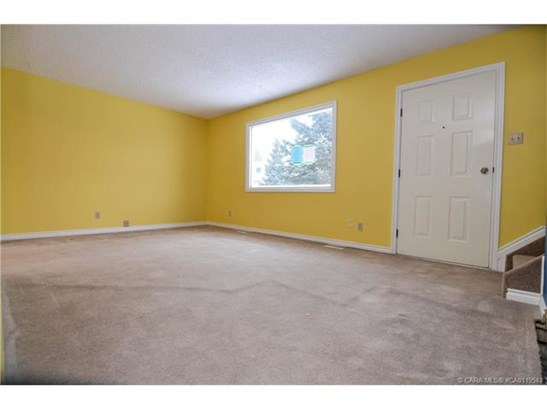 35 Nash  St, Red Deer, AB - CAN (photo 5)