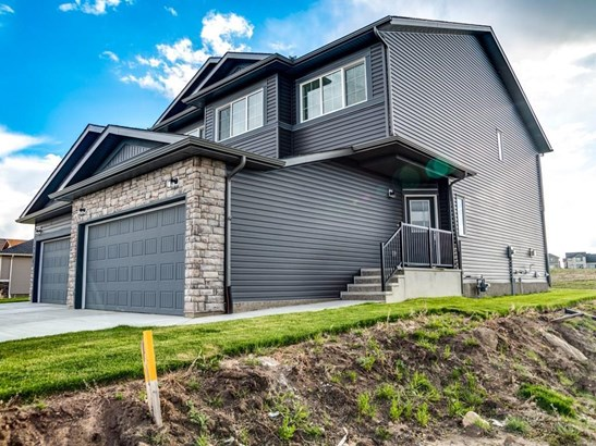 1225 Westmount Dr, Strathmore, AB - CAN (photo 1)