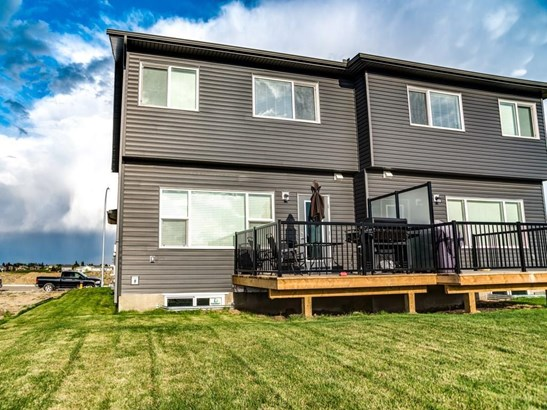 1225 Westmount Dr, Strathmore, AB - CAN (photo 2)