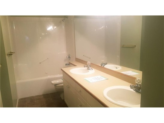 700 Riverside Dr Nw, High River, AB - CAN (photo 5)