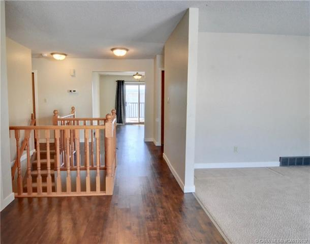 2821 Botterill  Cres, Red Deer, AB - CAN (photo 3)
