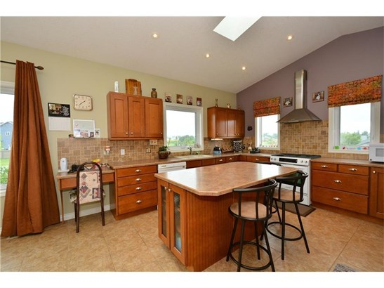 160 Sunset Ht, Crossfield, AB - CAN (photo 2)